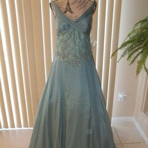 MONTAGE BY MON CHERI AQUA MOB/FORMAL GOWN SIZE 10
